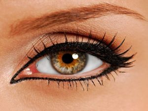 Tartós tetoválás a szem körül