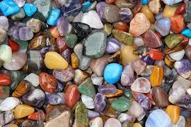 Változatos ékszerek ásvány gyöngyből