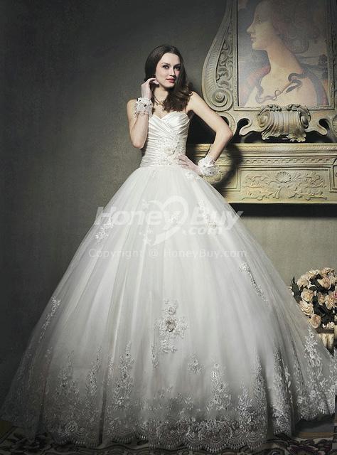Az esküvői ruha kölcsönzés csodás megoldás