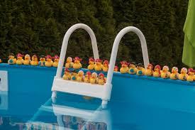 Számos medence tartozék kapható